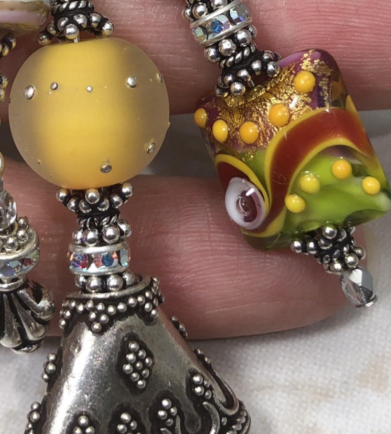 Oooooh, My Beating 💛 TRIOS Artisan Necklace-